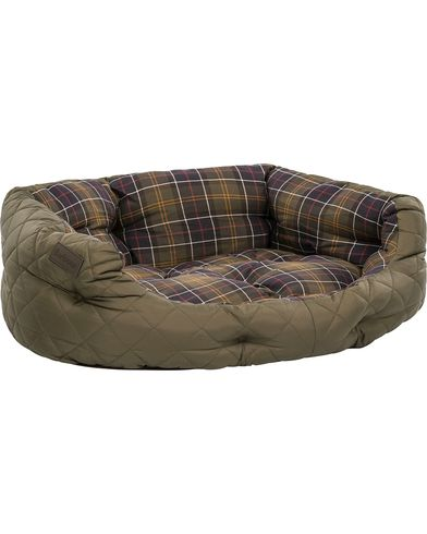 Barbour Heritage Quilted Dog Bed 30' Olive ryhmässä Asusteet / Lifestyle / Koirille @ Care of Carl (12020710)
