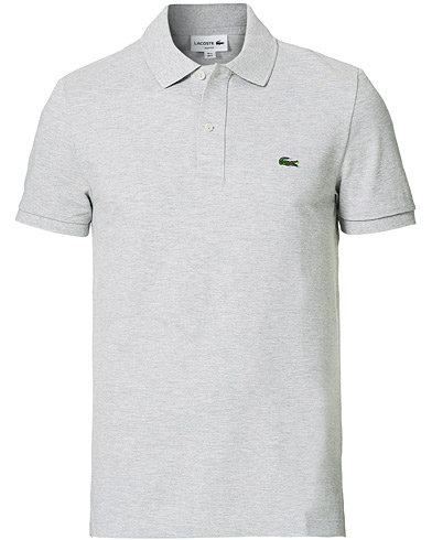 Lacoste Slim Fit Polo Piké Silver Chine ryhmässä Vaatteet / Pikeet / Lyhythihaiset pikeepaidat @ Care of Carl (12579611r)