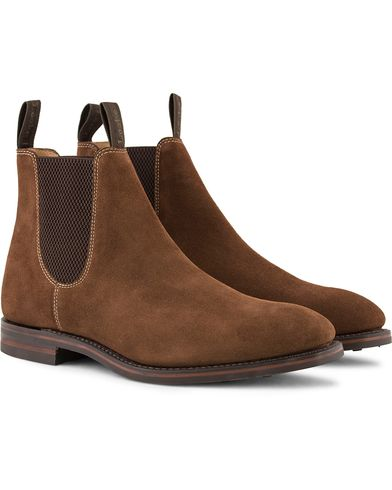 Loake 1880 Chatsworth Chelsea Boot Brown Suede ryhmässä Kengät / Nilkkurit / Chelsea nilkkurit @ Care of Carl (13248311r)