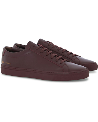 Common Projects Original Achilles Leather Sneaker Wine Red ryhmässä Kengät / Tennarit @ Care of Carl (16542411r)