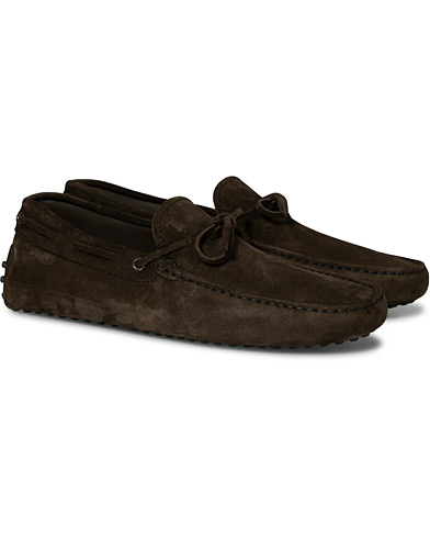 Tod's Laccetto Gommino Carshoe  Dark Brown Suede ryhmässä Kengät / Mokkasiinit @ Care of Carl (16871211r)