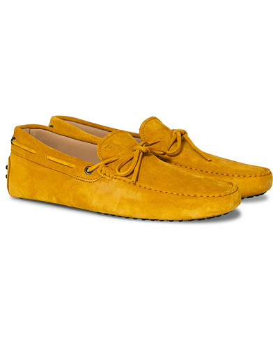 Tod's Laccetto Gommino Carshoe  Yellow Suede ryhmässä Kengät / Mokkasiinit @ Care of Carl (16871811r)