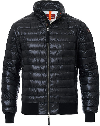 Parajumpers Chester Sheen Lightweight High Gloss Jacket Black ryhmässä Vaatteet / Takit / Untuvatakit @ Care of Carl (17022411r)