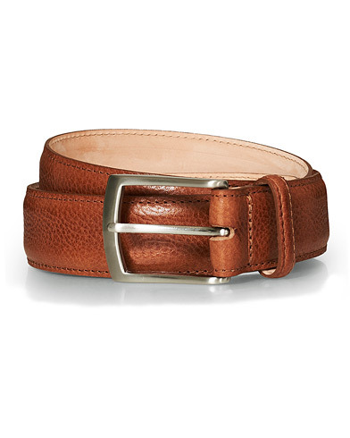 Loake 1880 Henry Grained Leather Belt 3,3 cm Tan ryhmässä Asusteet / Vyöt / Sileät vyöt @ Care of Carl (17145811r)