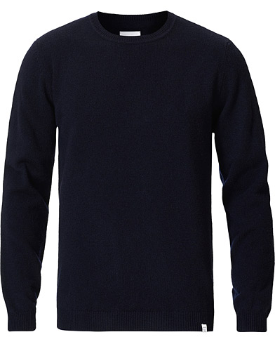 Norse Projects Sigfred Lambswool Dark Navy ryhmässä Vaatteet / Puserot / Neuleet @ Care of Carl (19661111r)