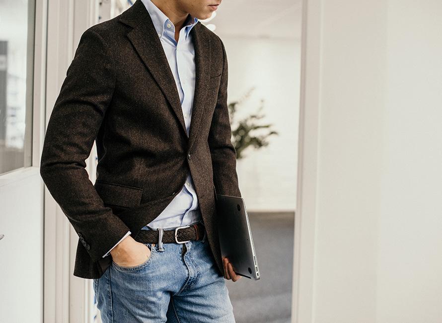 Jätätkö sinäkin housut pukematta etäpalaveriin? – Prisma tarttui ajankohtaiseen vaatevillitykseen ja markkinoi nyt asiallisen ja rennon yhdistäviä asukokonaisuuksia